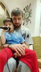 Acerbi e il figlio della compagna cantano l'inno della Lazio