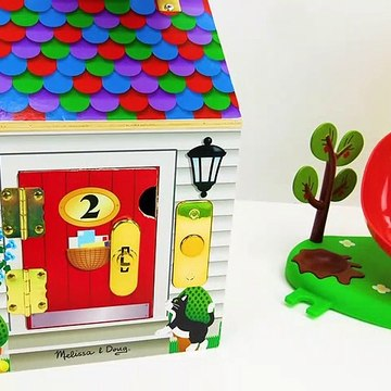 Let's Play with Peppa Pig Weebles and a fun Locking Dollhouse