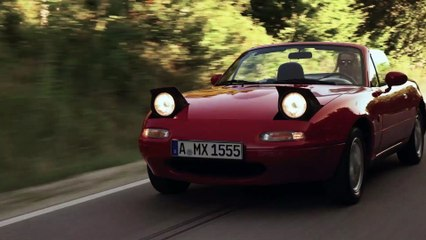 Footage Mazda MX-5 NA red (1991)