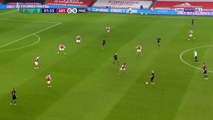 Gabriel Jesus  đánh đầu hạ gục thủ thành Arsenal, mở tỉ số sớm cho Man City