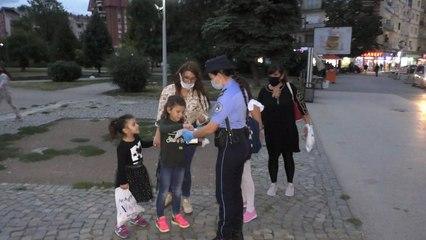 Policët e Gjakovës shpërndajnë maska-Lajme