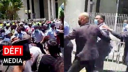 Private Prosecution : le ministre Sawmynaden hué par la foule, tension devant la New Court House