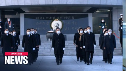 President Moon visits Seoul National Cemetery; vows to restore people's daily lives