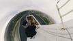 Dos jóvenes se cuelan en el puente más alto de España para pasar la Nochevieja