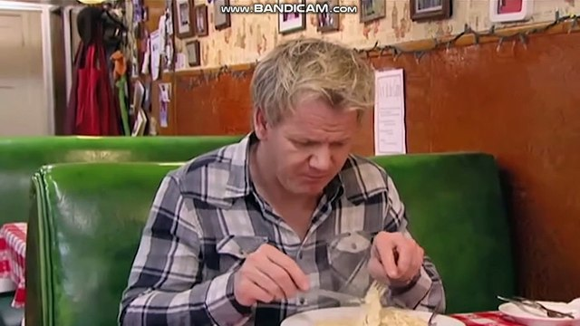 GORDON RAMSAY DOESNT LIKE THE FOOD!!