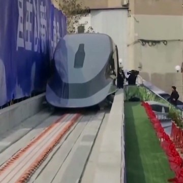 """China introduces super-fast Maglev train that """"can be moved with one hand"""""""