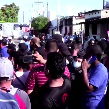Tensions rise as Central American soldiers aim to stop migrants