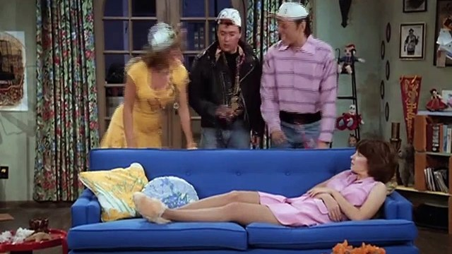 Laverne and Shirley Season 6 Episode 04 Grand Opening