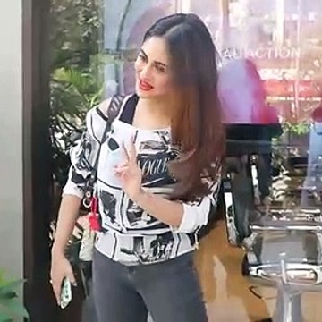 Krystle D'Souza snapped at Andheri, gives her reaction on Bigg Boss