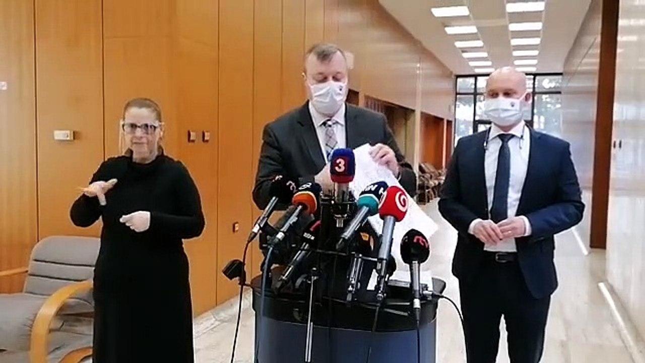 ZÁZNAM: Brífing ministra práce M. Krajniaka a školstva B. Gröhlinga