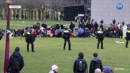 Hollanda Polisinden Protestoculara Müdahale