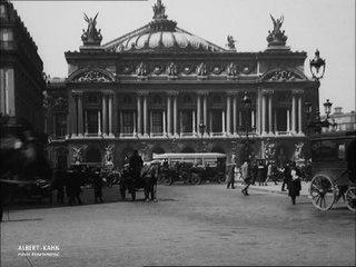 Les derniers fiacres place de l'Opéra, Paris