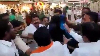BJP ਲੀਡਰ ਦਾ ਮੂੰਹ ਕਾਲਾ ਕਰ ਸ਼ਰੇਆਮ ਕੀਤਾ ਗਿਆ ਬੇਇਜ਼ਤ, ਵੀਡੀਓ ਹੋਈ Social Media ਤੇ ਵਾਇਰਲ