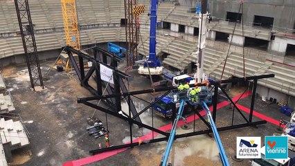 Pose d'une poutre de 100 tonnes à l'Arena Futuroscope
