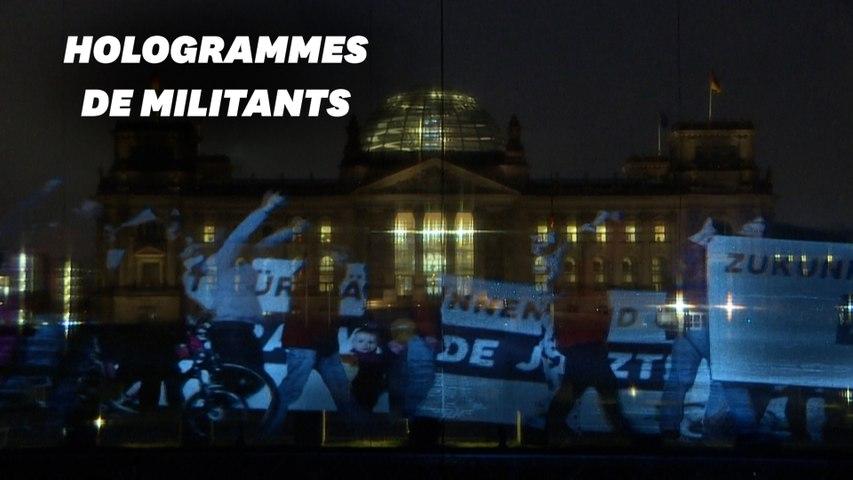 Malgré le confinement en Allemagne, une manifestation projetée en hologrammes