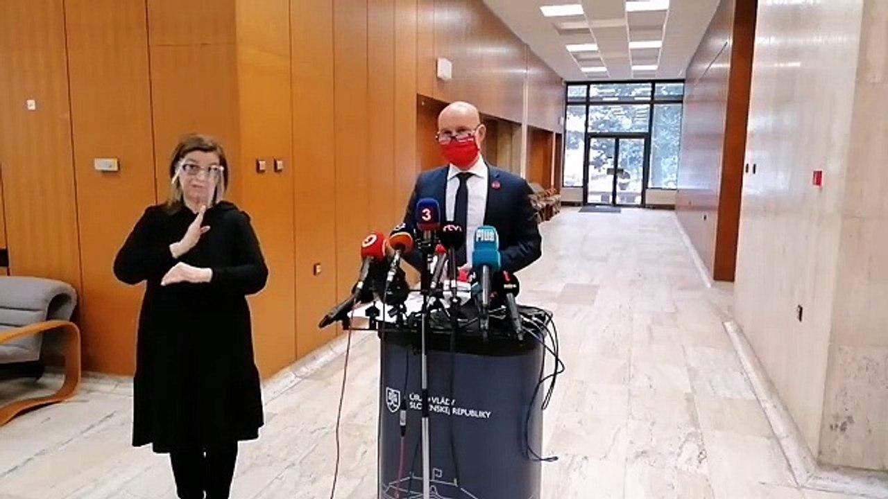 ZÁZNAM: Brífing ministra školstva B. Gröhlinga