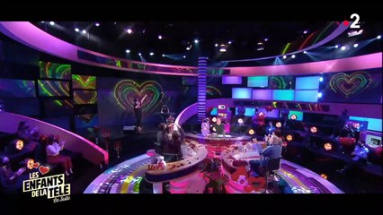 Les enfants de la télé : Laurent Ruquier hilare devant le chanteur Edouardo qui ne lâche pas le micro (vidéo)