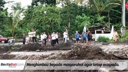 Hujan Deras Akibatkan Debit Air Sungai Yeh Sah Meningkat Dan Akses Jalan Tidak Bisa Terlewati