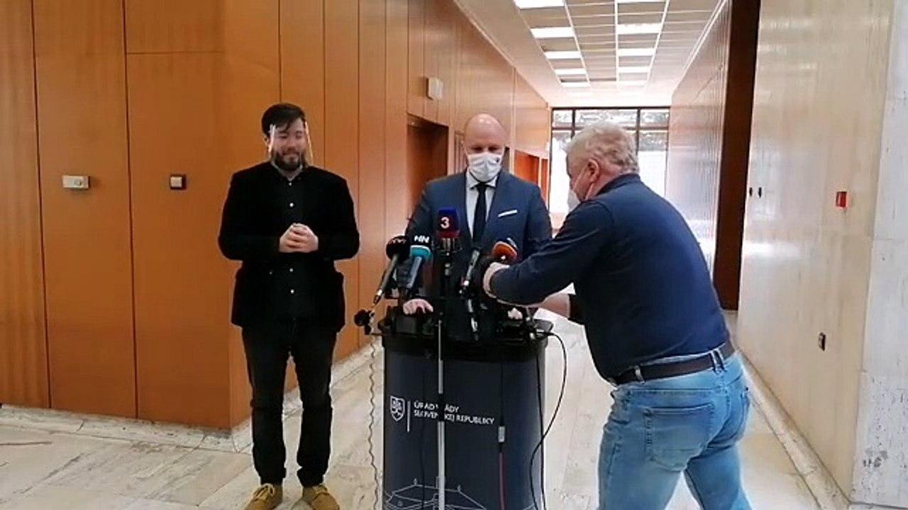ZÁZNAM: Brífing ministra hospodárstva R. Sulíka a ministra obrany J. Naďa