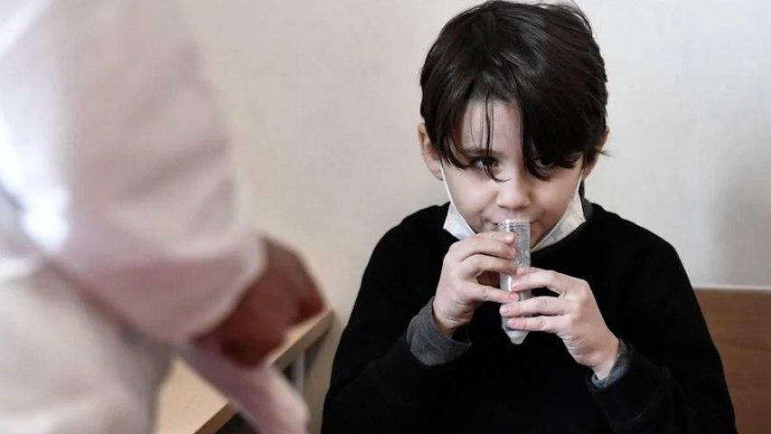 Comment fonctionne le test salivaire qui va être déployé dans les écoles ?