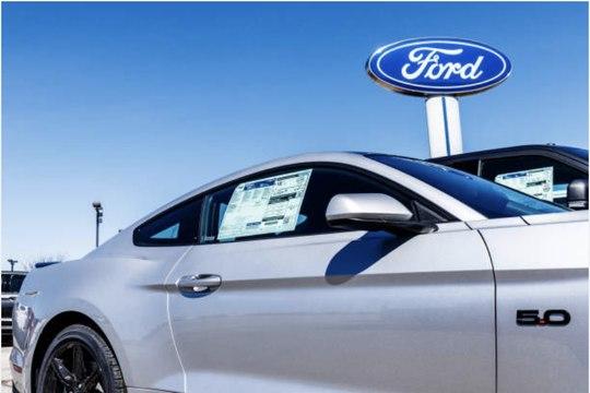 Ford investi un milliard de dollars pour fabriquer véhicules électriques en Europe