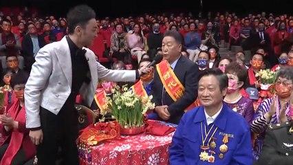 """""""时代楷模""""代表 道德模范代表等送上新春祝福 向所有平凡的英雄致敬!"""