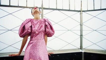 Carolina Herrera presenta su colección sobre un bus que recorre Nueva York