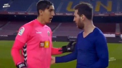 Thủ môn Elche bối rối khi Messi đề nghị đổi áo