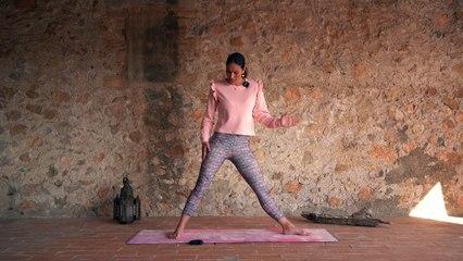 Postura del Triángulo Extendido para escuchar a tu cuerpo con Mireia Canalda