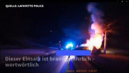 US-Polizisten retten zwei Menschen aus brennendem Auto