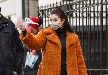 Selena Gomez Flipped Off the Paparazzi on the Set of Her Latest Show