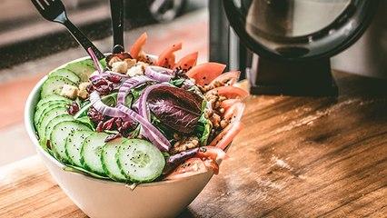 Salad खाते समय न करें ये भूल, वरना हो सकता है Food Poisoning | Boldsky
