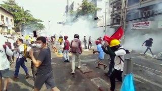 Repressão sangrenta de protestos no Myanmar