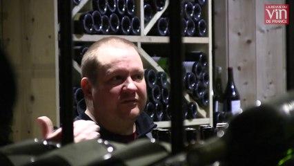 Au restaurant parisien Vantre, le patron aime faire goûter les vins à l'aveugle