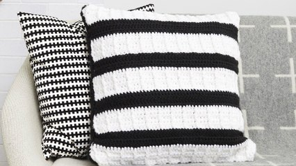 DIY Chunky Crochet Pillow   Stitch Club