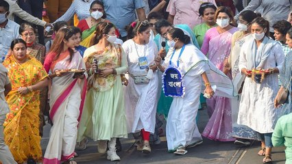 Mamata holds foot march on Women's Day in Kolkata