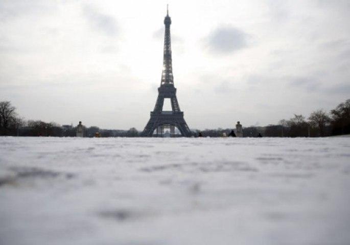 """Un journaliste algérien réclame que """"la France rende la tour Eiffel à l'Algérie"""""""