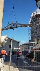 Installation de la nouvelle charpente du transept de l'église de Manduel
