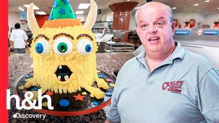 Mauro crea un simpático pastel de monstruo amarillo para los niños | Cake Boss | Discovery H&H