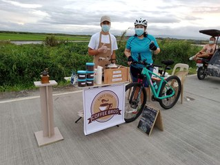 A roadside coffee stand in Pampanga is selling 100 cups a day