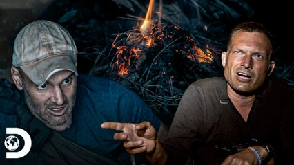 """""""Fazer fogo neste lugar é quase impossível""""   Ed Stafford: Contra Todos   Discovery Brasil"""