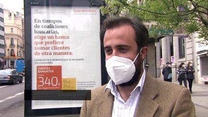 Una gran lona cubre el Círculo de Bellas Artes de Madrid en el marco de las elecciones
