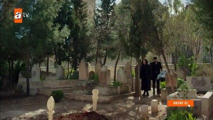 Reyyan babasının mezarında