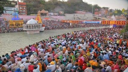 Mahakumbh: Crowds of devotees breaking corona protocols!