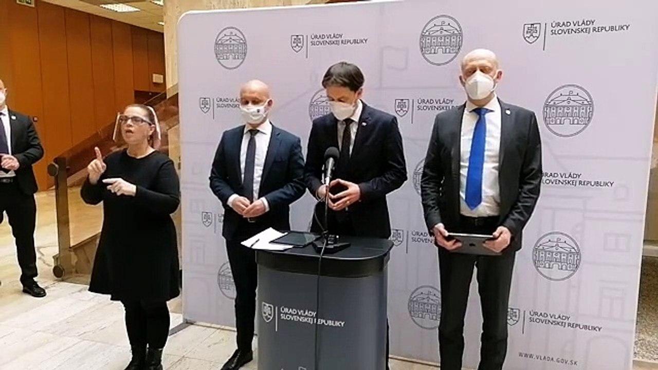 ZÁZNAM: Brífing premiéra E. Hegera a ministra školstva B. Gröhlinga