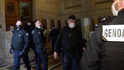 Policiers brûlés à Viry-Châtillon : 6 à 18 ans de prison pour cinq accusés, huit acquittements
