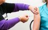 """Le PDG de Pfizer affirme qu'une troisième dose serait """"sûrement"""" nécessaire"""