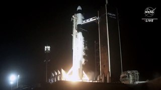 Space X lanza cuatro astronautas en un cohete y nave reutilizados