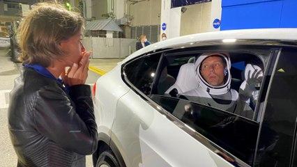 Thomas Pesquet fait ses derniers aurevoirs à sa compagne avant de passer 6 mois à bord de l'ISS