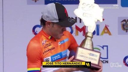 La felicidad de José Tito Hernández con el trofeo de campeón